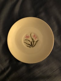 "6"" white plate with pink flowers  Palmdale, 93551"