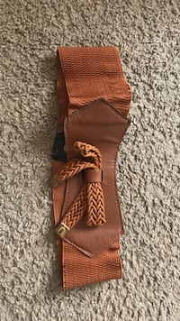 brown belt flexible with front bow (minor tear near buttons) Hagerstown, 21742