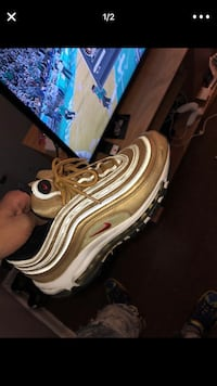 gold airmaxes sz 7  Fort Washington, 20744