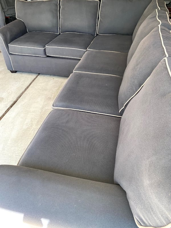 Sectional Couch - Gray c97542b8-bda5-4dc3-949b-0c0c5d45405f