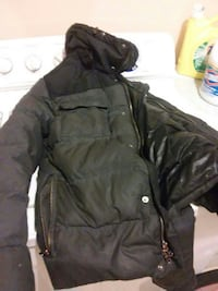 black zip-up bubble jacket Hyattsville, 20785