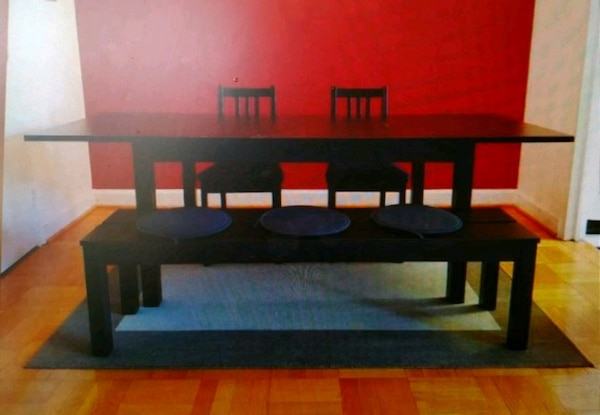 Extendible dining table with 2 chairs & bench 858e9131-e1ec-4c9c-89cb-b613d71f64d9
