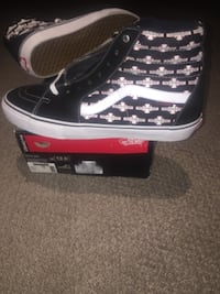DEADSTOCK INDEPENDENCE  VANS OFF THE WALL SHOES TORONTO