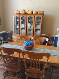 table, 8chairs, hutch, server Clarksville, 37043