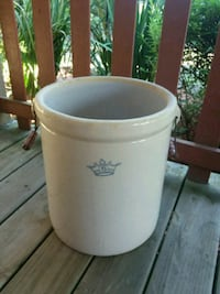 # 6 pickle crock with handles  Lynchburg, 24504