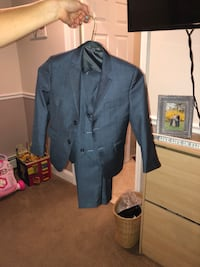 Blue child suit size 5 Plymouth Meeting, 19462