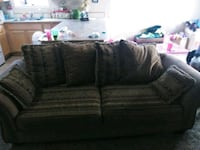 8 foot couch in great condition 50 bucks !!! Redmond, 97756