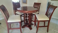 round brown wooden table with four chairs dining s Salaberry-de-Valleyfield, J6T 2Y9