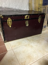 Antique trunk Saint-Constant, J5A 2G7
