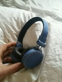 Blue headphones Cambridge, N1R 4W8