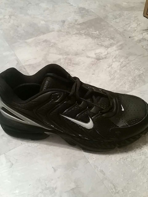 Mens air max tr.  Best offer.   7d921b2b-9779-4152-a01f-ed12e8159608