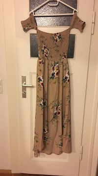Beautiful dress that has never been worn. Size L but is more of a M fit. Nuremberg, 90419