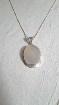 silver necklace with mother pearl pendant  Kingston, K7M