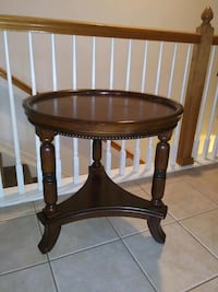 Decorative wooden accent/end table (1)