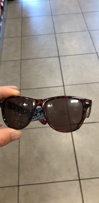black framed Ray-Ban wayfarer sunglasses Vaughan, L4H 3T6