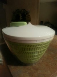 green and white plastic lidded bowl Vaudreuil-Dorion, J7V 9T4
