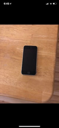 Space gray iphone se 64 gb  Moncton, E1C 7N8