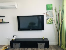 TV Wall Mount installation And Soporte included  service only  \ Installation tv au mural et support
