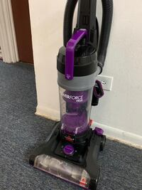 Vacuum cleaner with box piece