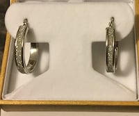 Sterling silver stardust hoop and box new   purchased as a gift ( not been used ever, great christmas gift)  retail value $99.99