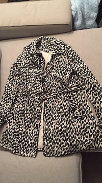 Black and white print trench coat 2 km