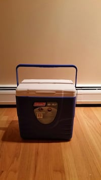 blue and white Coleman chest cooler