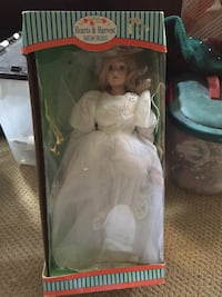 Porcelain doll like new 20 km