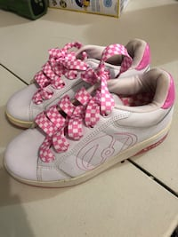 HEELYS style 7142 WHiTe PInK barely used size Youth 4 2397 mi