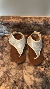 Baby girls sandals. Size 8   Pooler, 31322