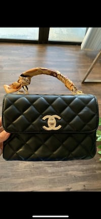 quilted black Chanel leather crossbody bag Boca Raton, 33486