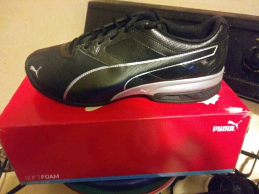 Photo BRAND NEW MENS SIZE 13 PUMAS