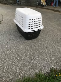 White and black pet carrier Independence, 41051