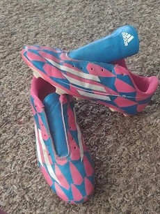 Adidas F5 soccer cleats Size 6