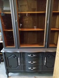 Gorgeous Bassett China Cabinet Newly Refinished Whitchurch-Stouffville