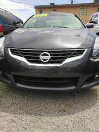 Nissan - Altima Coupe 2.5s - 2009
