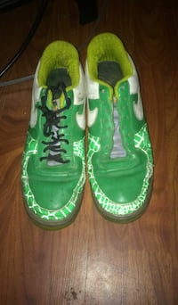 Green-and-white nike running shoes Scottville, 49454