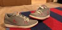pair of gray-and-red Nike sneakers Wenatchee, 98801