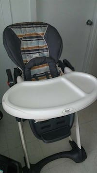 baby's black and white Chicco high chair Montréal, H8R 3M6