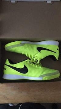 Nike Tiempo Soccer Size 9.5 indoor futsal shoes NEW