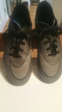 Nike soccer shoes size 5y