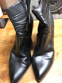 pair of black leather boots St Catharines, L2M 1J3