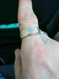 10k gold ring 12 diamond chips Abbotsford, V2S