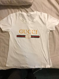 white, green, and red Gucci t-shirt 1167 km