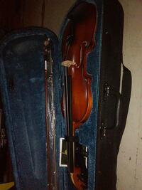 nice violin with Bow, book and other accessories Essex, 21221