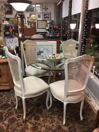 Chairs and Table Monroe