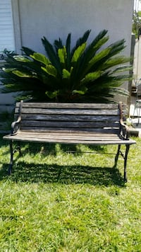 Medium size  Very old wood bench will make a awesome décor piece