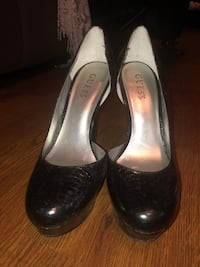 Guess black leather heels - Size 8