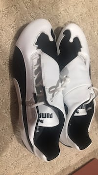 Pair of white-and-black puma shoes women size 6 Richmond, V7C 3M4