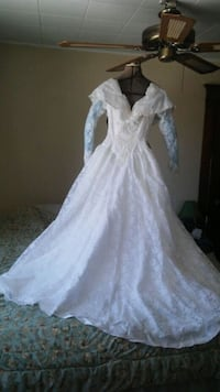 Wedding dress with shoes and purse sz 4-6 Minneapolis, 55418