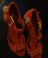 pair of red-and-black sandals Fresno, 93706